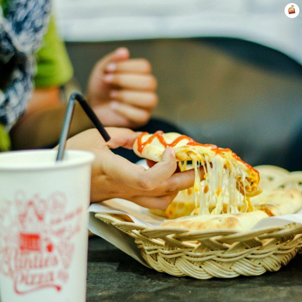 Lelehan Keju Berpadu Saos Sebagai Mood Booster Panties Pizza
